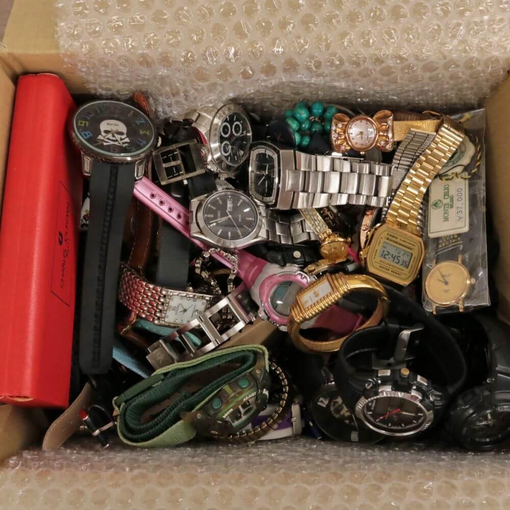 壊れているモノや古い腕時計