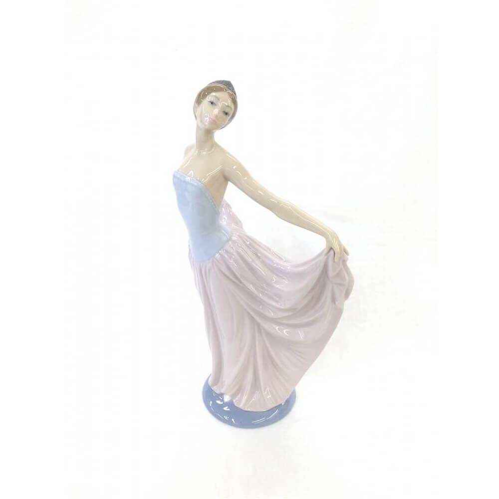 踊る少女のフィギュリン