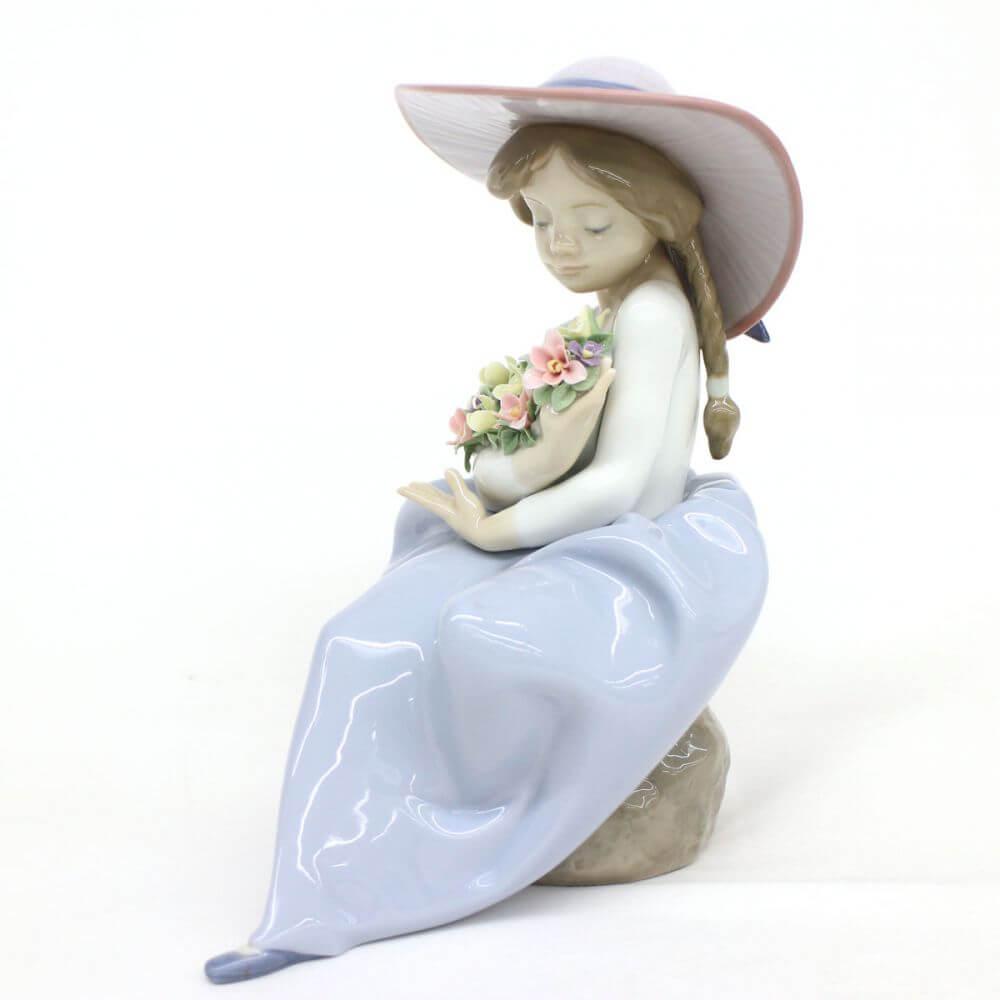 リヤドロ フィギュリン 花の香りに包まれて